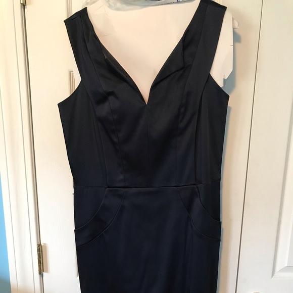 Ellen Tracy Dresses & Skirts - Ellen Tracy Navy v-neck shift with optional belt